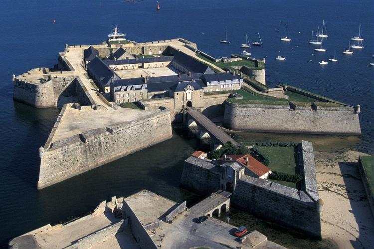A l'assaut de l'imprenable citadelle de Port-Louis